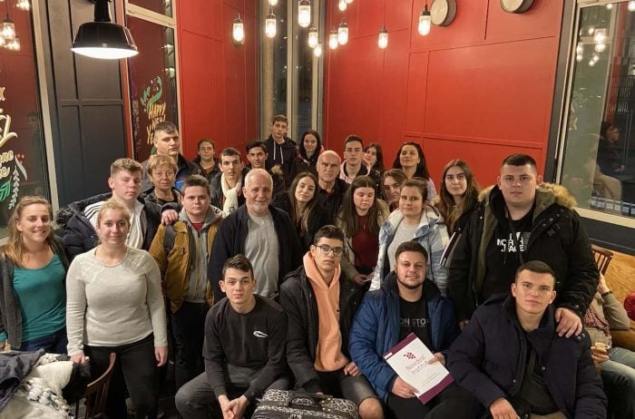 student group french language stay in bordeaux